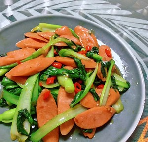 Sauteed ham with green vegetables