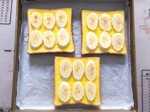 Toast with bananas